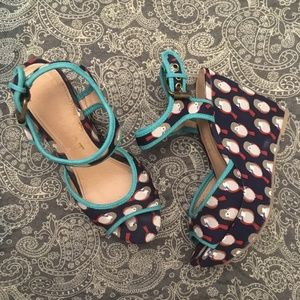 Report Shoes - Report Owl wedge heel sandal size 6